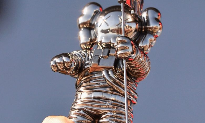170825154653 mtv vma moonman statue super 169 Wzpqyqnow-trending